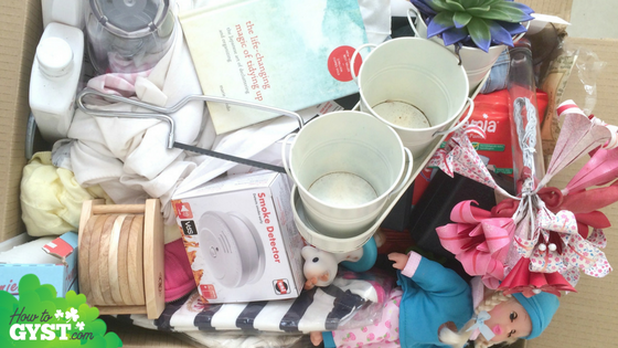 How to declutter 100 items from your home in less than an hour | Decluttering 100 things during your lunch hour | Minimalism | Downsizing | Miscellaneous