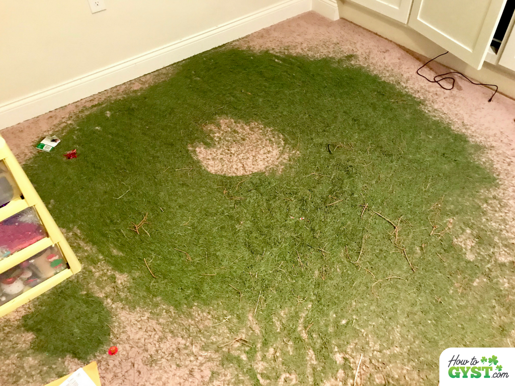 December 2017 wrap-up post for HowToGYST.com – ring of needles from Christmas tree on floor
